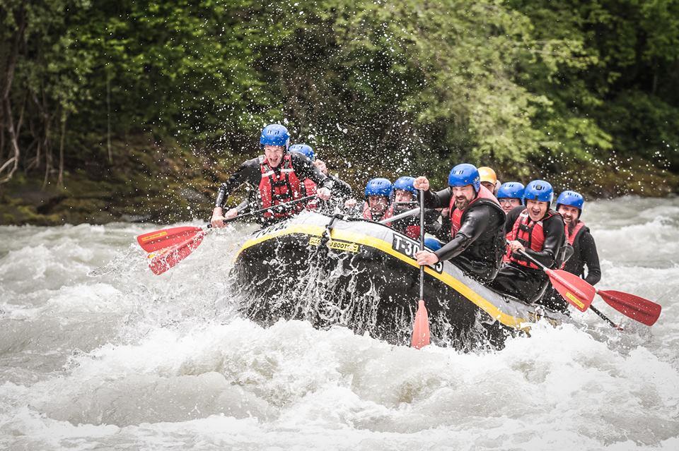 Рафтинг: Преодолеть бурную реку