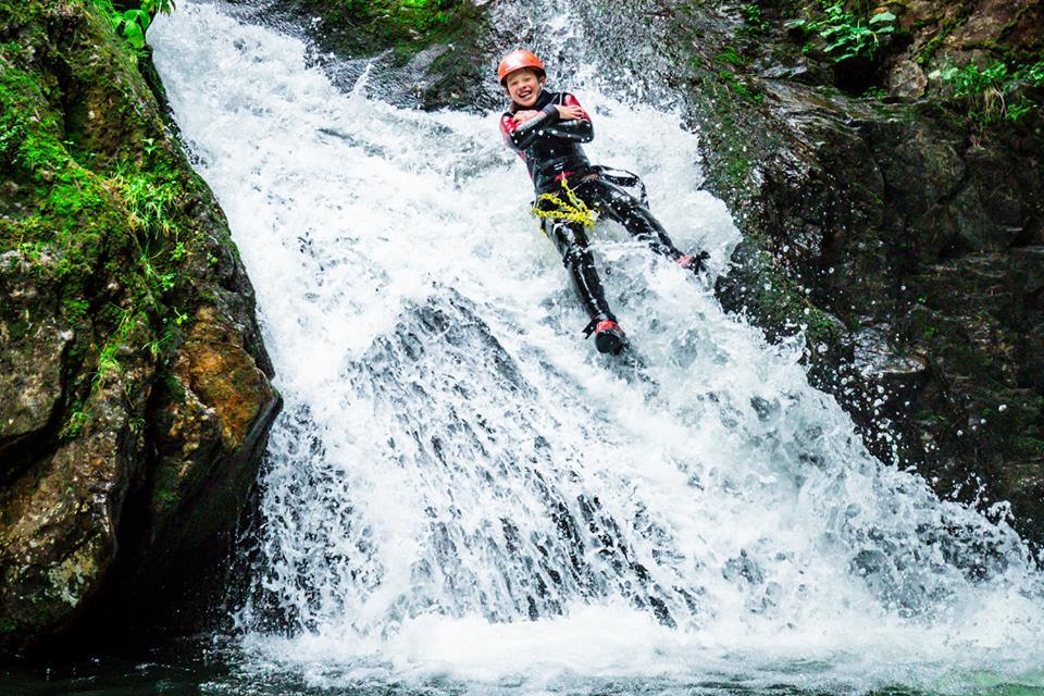 Каньонинг: Прыгнуть в холодную воду