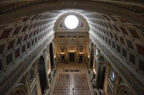 Una meraviglia assoluta, l'enorme Basilica di S. Andrea, la cui enorme cupola domina il profilo di Mantova