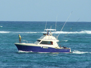 1024px-Small_sport_fishing_boat.jpg