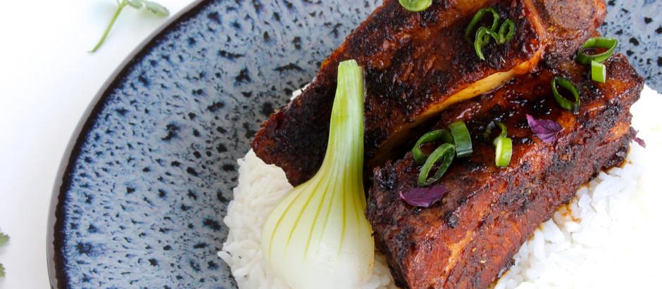 Travers de porc à la sauce soja & son riz parfumé au gingembre