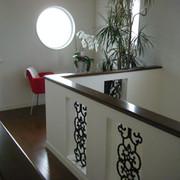 円窓が印象的なフリースペース。お茶を入れてきて一休みもできそう。