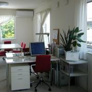 2階も広々。現在はオフィスとして使用しています。
