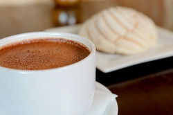 Chocolate Mexicano & Pan Dulce