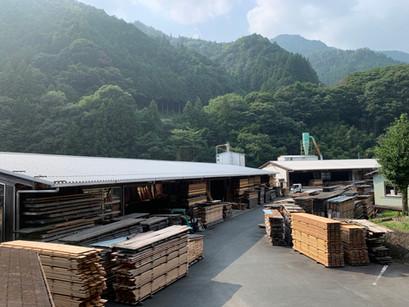 新築・リフォームを検討し、お問合せを頂いた方へ「コロナ禍の疲れも、木の香りでリラックスしてね」キャンペーン(オンライン製材工場見学ツアーもあるよ)を行います。