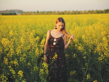 Les fleurs, les robes et le soleil