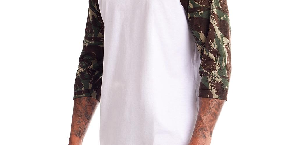 Camiseta Longline Oversized Raglan 3/4 Camuflada Verde Militar no Branco
