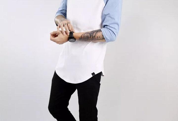Camiseta Longline Oversized Raglan 3/4 Básica 100% Algodão Azul Claro no Branco