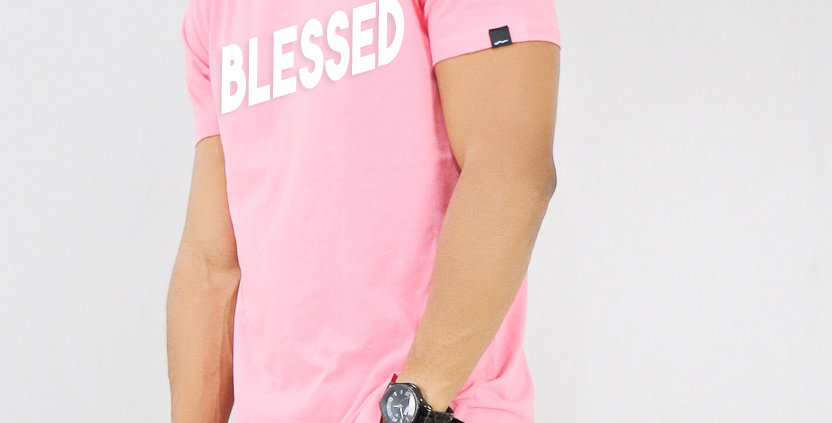 Camiseta Oversized Longline Estampa Blessed Barra Redonda Rosa