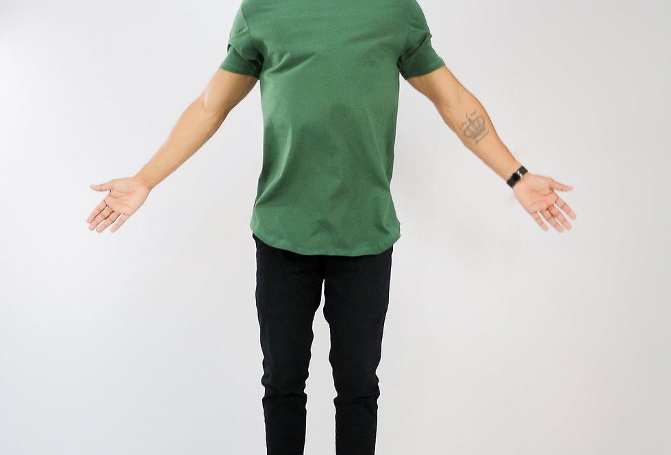 Camiseta Oversized Longline Redonda Meio Swag Verde Musgo