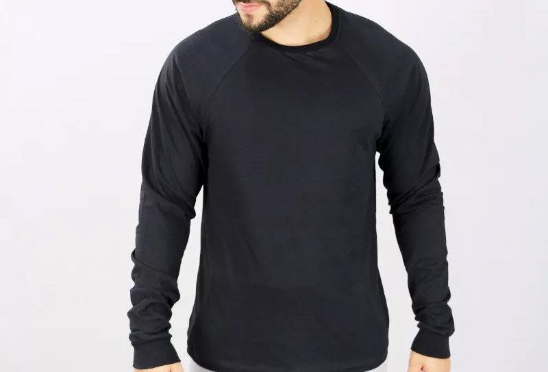 Camiseta Raglan Básica Manga Longa Barra Reta 100% Algodão Preto no Preto