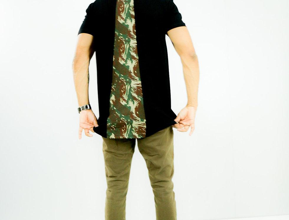 Camisa Corte Posterior Camuflado no Preto