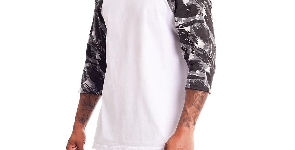 Camiseta Longline Oversized Raglan 3/4 Camuflada Branco no Cinza Militar