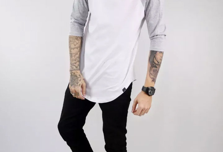 Camiseta Longline Oversized Raglan 3/4 Básica 100% Algodão Cinza no Branco
