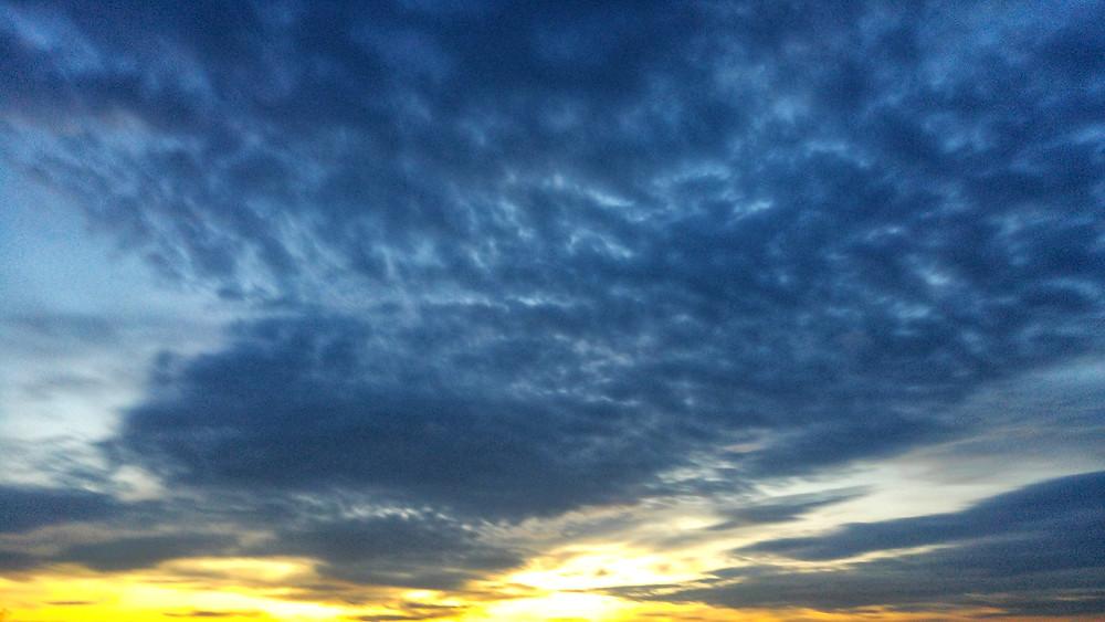 Gün batımında bulutlara hayranken gece çöktüğünde yolculuğun ilk ürkeklikleri köpeklerin havlamalarıydı