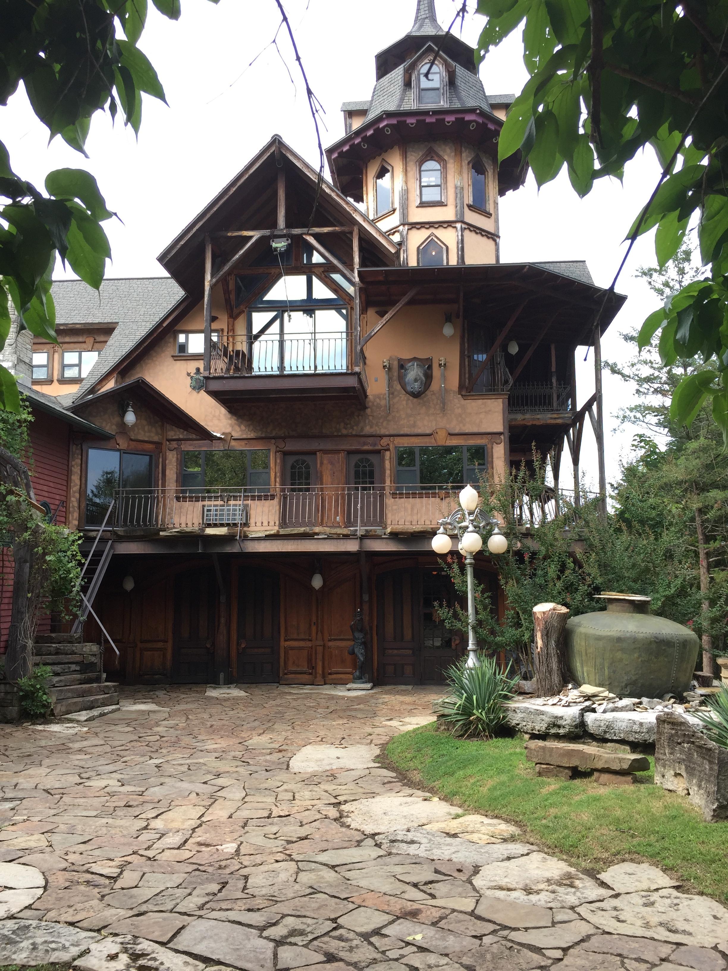 Castle Rogue's Manor Eureka Springs