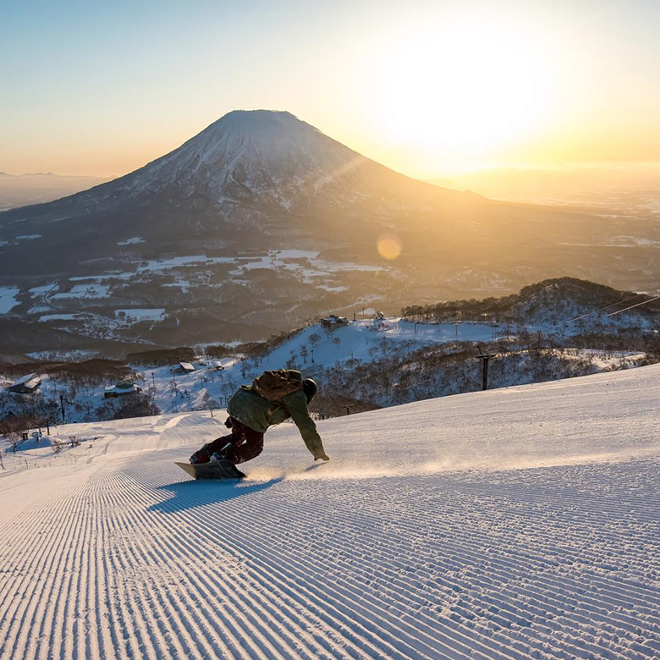The perfect piste for skiers and boarders alike with the wonderful backdrop of Mnt. Yotei