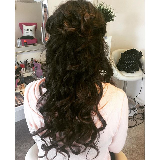 Loved this casual knotted half updo for a wedding guest! 😍 #hairsandstyles #hair #hairstyle #curls