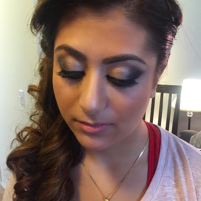 Bridesmaid smokey eye! 😍 _dinairofficial Airbrush _anastasiabeverlyhills Concealer to highlight _ar