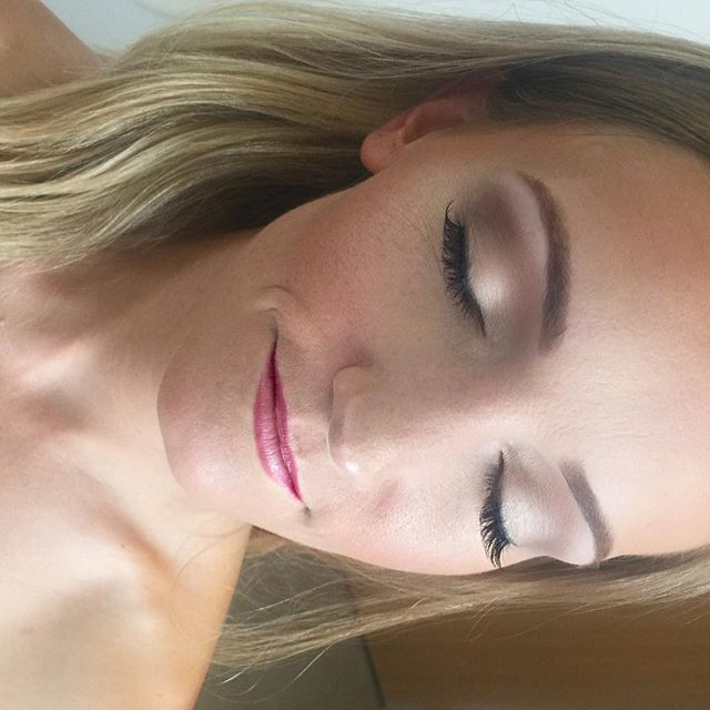 Super soft, natural bride with just a partial lash for some added definition! 💋___dinairofficial Ai