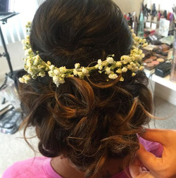 DYING over this gorgeous bridal updo trial with a fresh baby's breath headband! 😍💕 #hairsandstyles