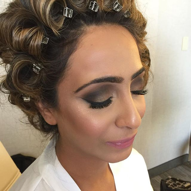 Beautiful bride in Detroit! Rocking a gorgeous glow with _artistcouture Gold Digger highlight! 😍 _d