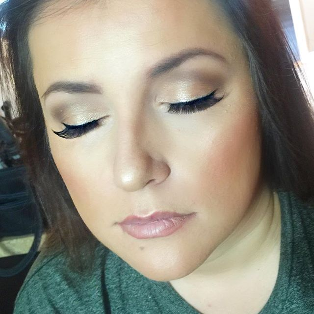 This beautiful super soft natural glam! ❤️ _dinairofficial Airbrush Foundation__ardell_lashes Demi W