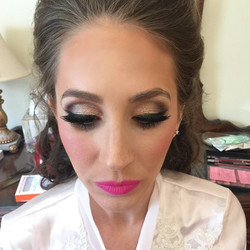 I love having a bride that isn't afraid of some Candy Yum Yum! 💁 👰 _dinairofficial Airbrush Founda