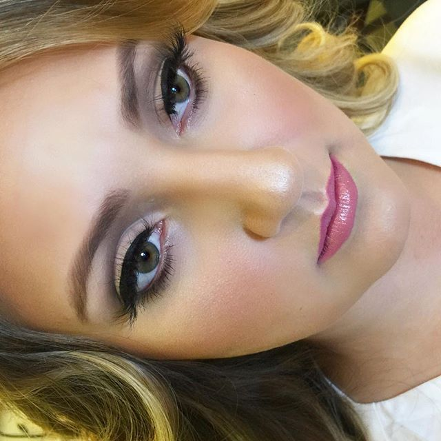 This perfect bride was a showstopper! ❤️ _dinairofficial Airbrush Foundation__lillylashes _lillyghal