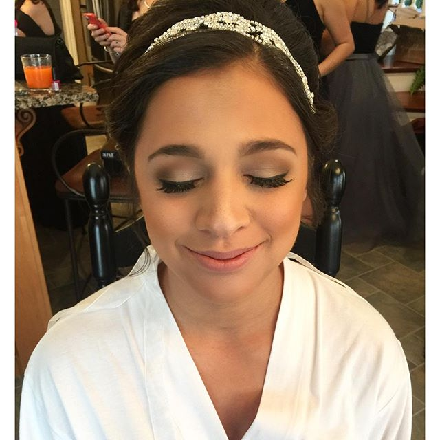 Another glowing bride! 😍 _dinairofficial Airbrush _anastasiabeverlyhills Concealer to highlight _ar