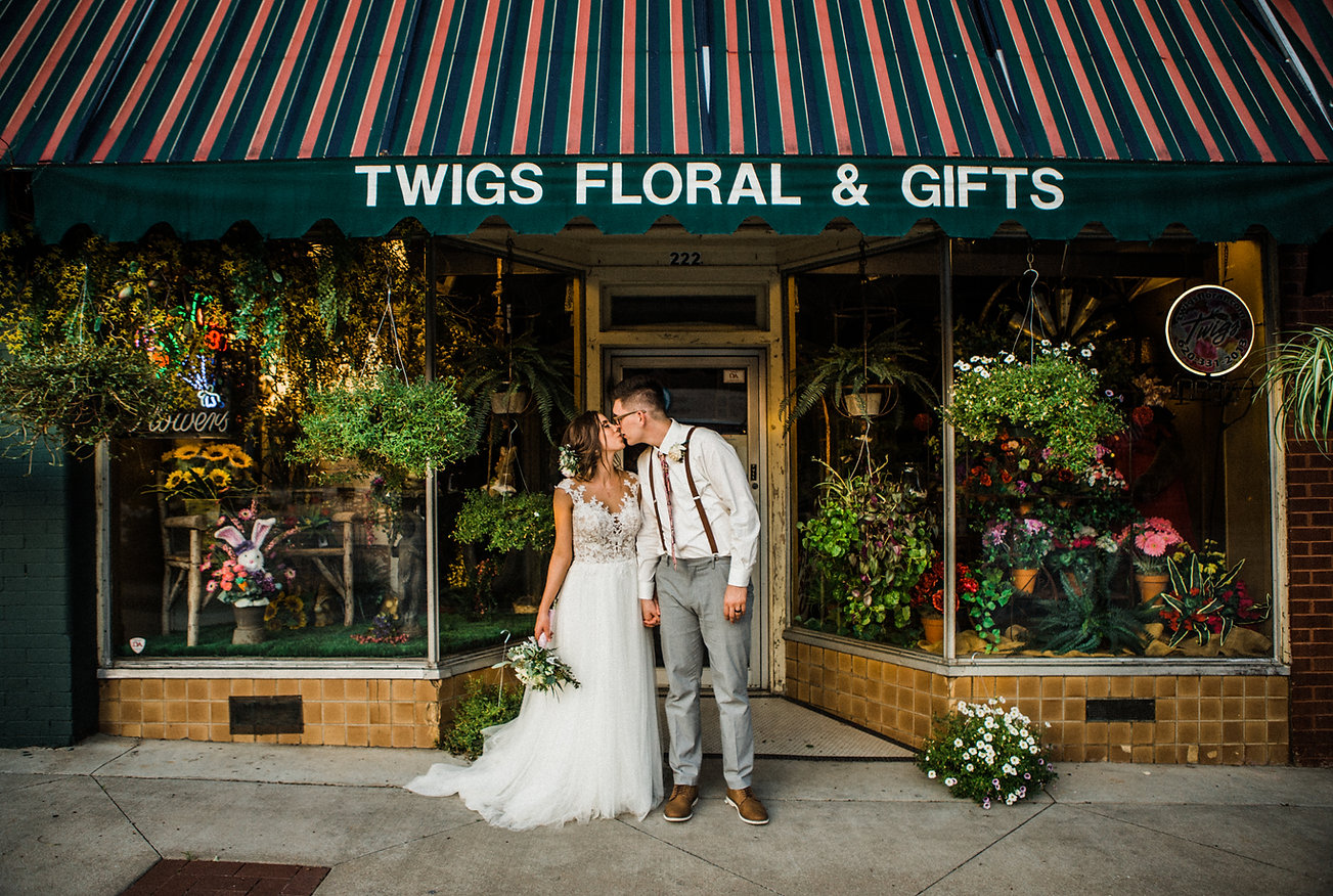 bride and groom kiss flower shop