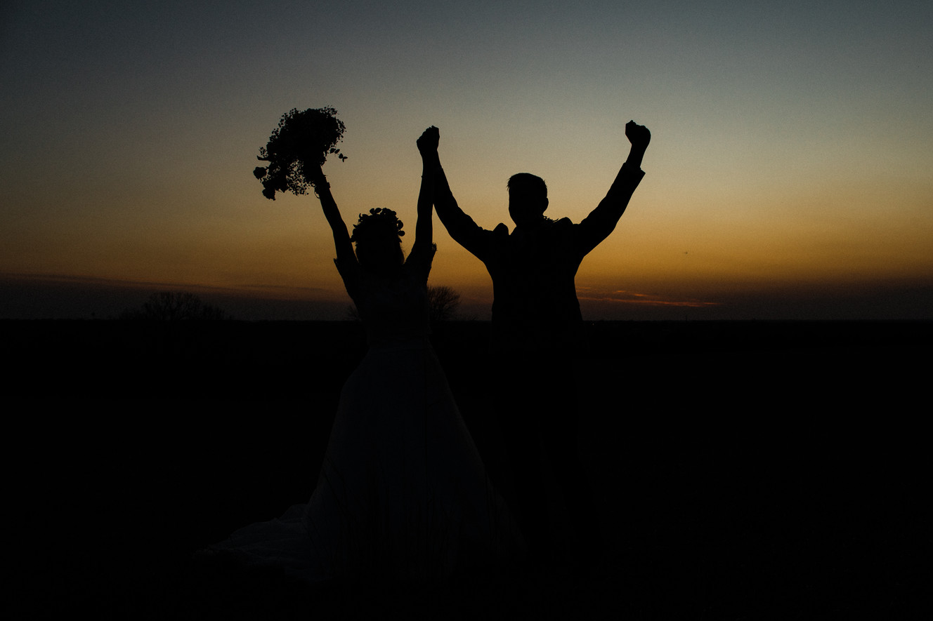 bride and groom silhouette wedding