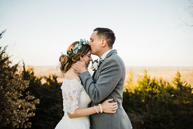 bride and groom in mountans