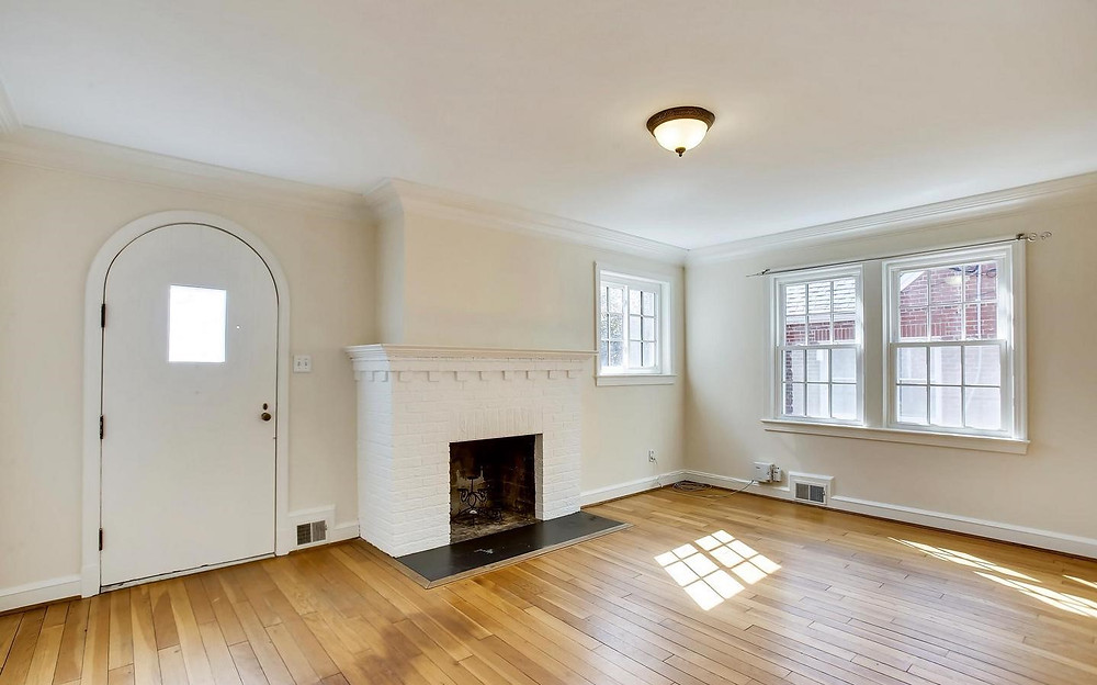 Blank living room before Home Staging