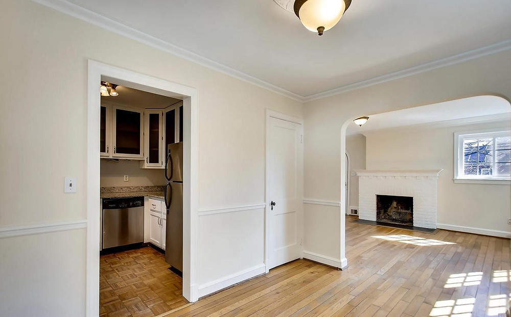Empty dining room before Home Staging