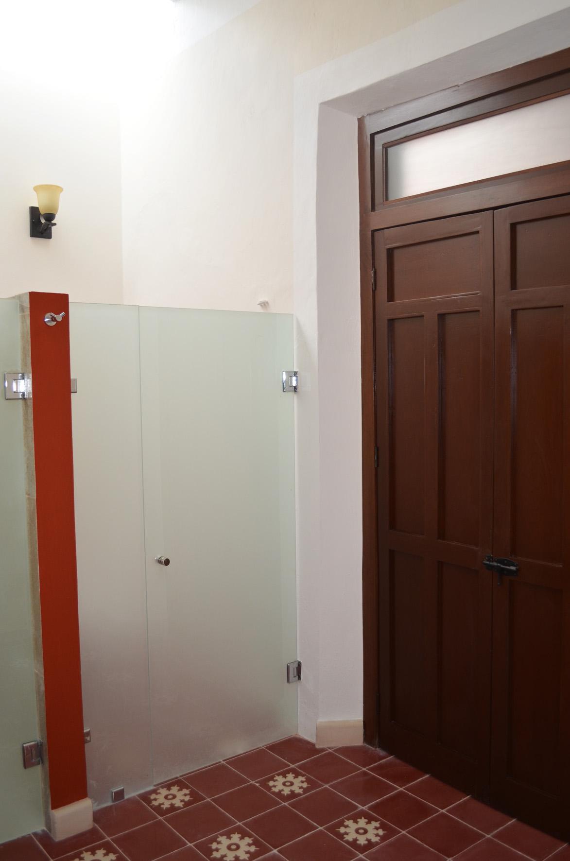 San Teodoro, master bathroom 3