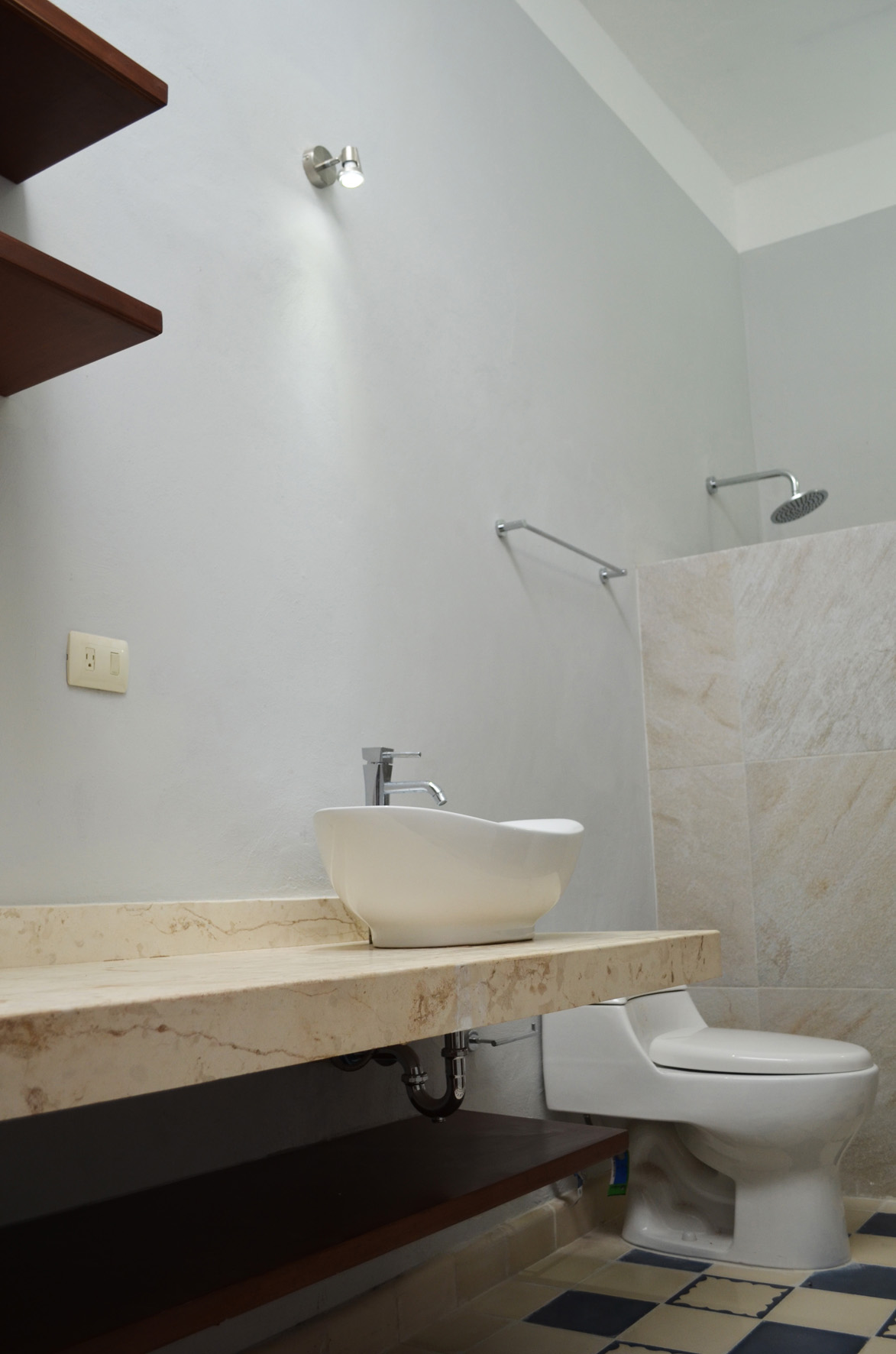San Teodoro, guest bathroom 1