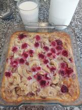 Baked oats with banana & raspberries