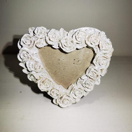 Piccola cornice portafoto in resina a forma di cuore con rose