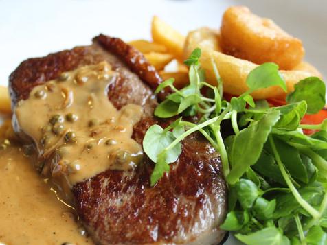 8oz Sirloin Steak with Chips & Peppercor