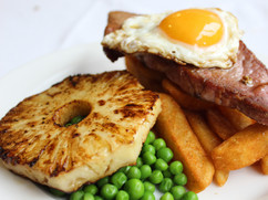 Gammon with Fried Egg, Pineapple & Chips