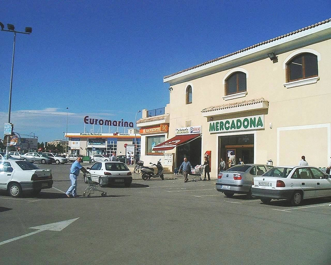 Mercadona & parking!