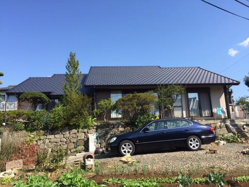 開放的なTUDUKIMAのある二世帯住宅