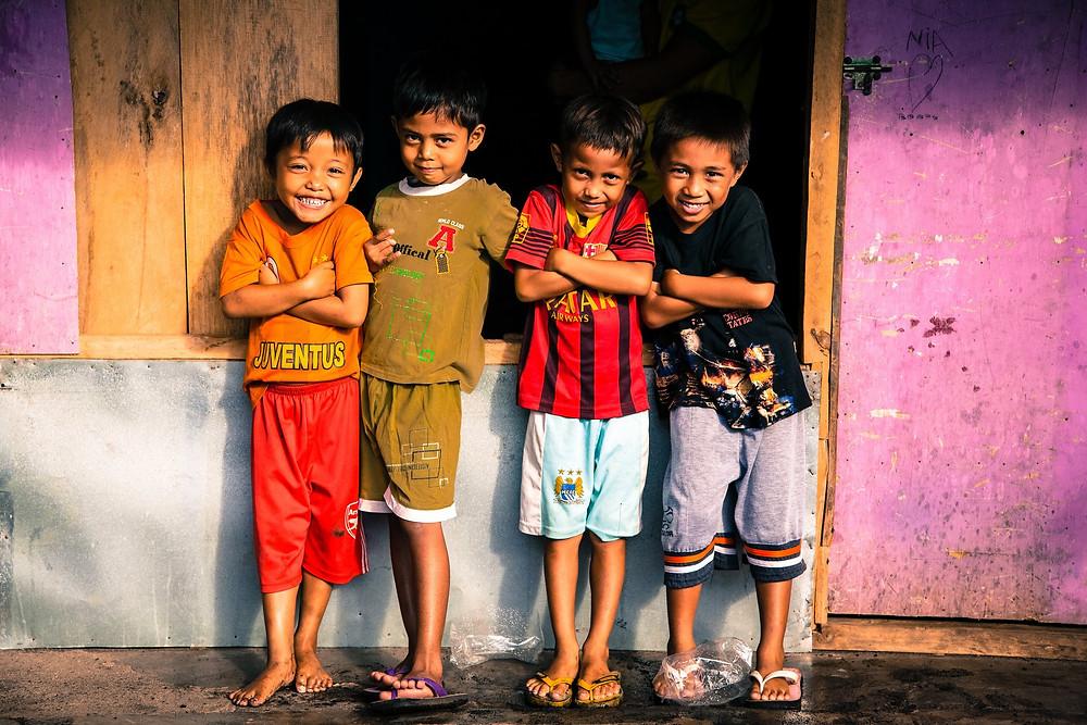 4 poor indonesian kids smiling