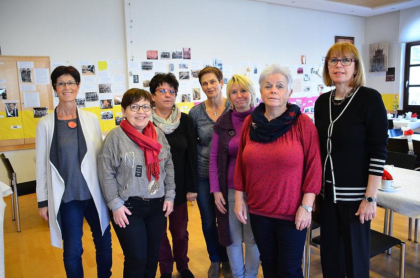 Frauenarbeit Team.JPG