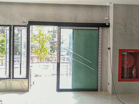 ลุยต่ออีกชุด งานติดตั้งประตูออโต้ดอร์  เพิ่มความสะดวกสบาย ลดความเสี่ยงต่อการสัมผัส ประตู