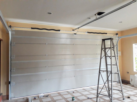 มาแล้วครับงานติดตั้ง ประตูโรงรถสวยๆ Garage door เพื่อปกป้องป้องกันรถยนต์จาก ฝุ่น, ฝน, แดด, และสัตว์