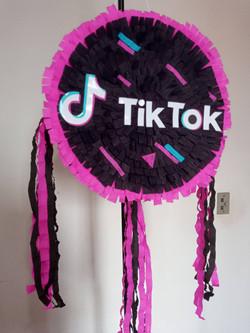 Pinhata Aniversario Tik Tok (2)_edited