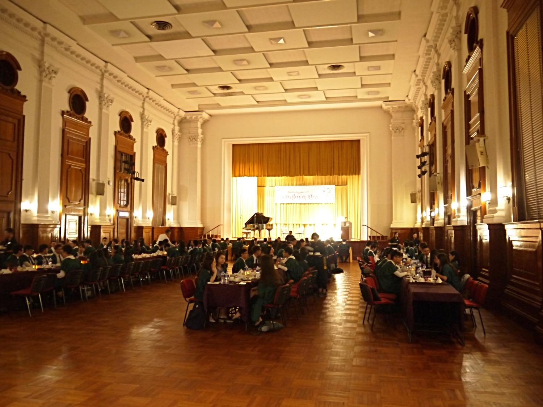 大學高桌晚宴