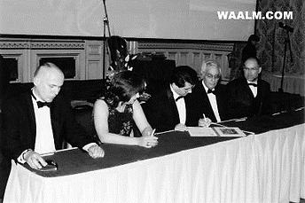 Mosi Dorbayani Signing Memorandum of Cultural Diplomacy.png